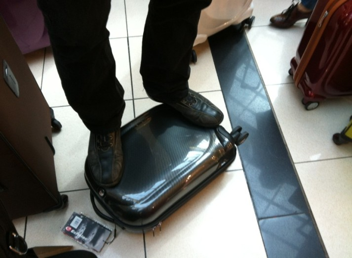 קולקציית מזוודות echolac ברשת תיק התיקים