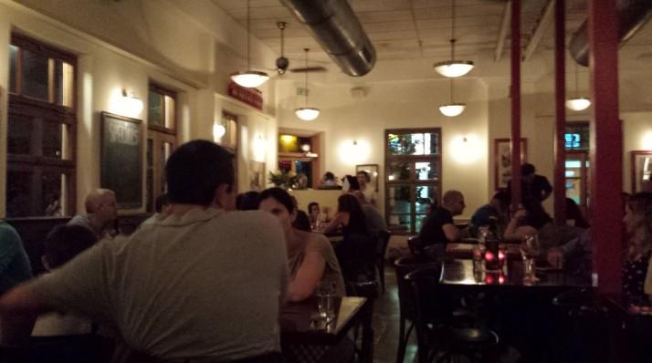פאפא'ס היא טרטוריה איטלקית קלאסית המציעה פסטות מתוצרת עצמית, פיצות דקיקות ומטעמים איטלקיים נוספים מהים והיבשה.  פאפא'ס שוכנת בבית דו-קומתי משוחזר בפאתי שוק הכרמל - מקום עם קסם מיוחד של פעם - המאפשר לנו להעניק לכם חוויה כייפית ונינוחה עם אוכל ויין נהדרים.  המטבח של פאפא'ס עושה שימוש בחומרי גלם איטלקיים משובחים ובמוצרים טריים מהשוק הסמוך. הפסטות והפיצות הינן טריות ומוכנות מדי יום בעבודת יד, תוך כדי הקפדה על שיטות הכנה מסורתיות.