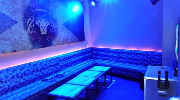 תיאטרון בסלון מתארח במועדון פלאג אין בראשל
