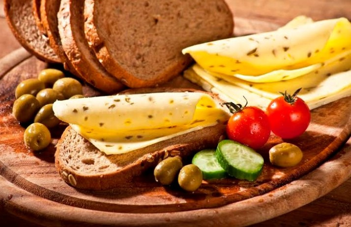 חדשים על המדף: גבינות טבעוניות, מוצרים לעור יבש, מרקים בסטיק, שטוחים מצופים בשוקולד ועוד