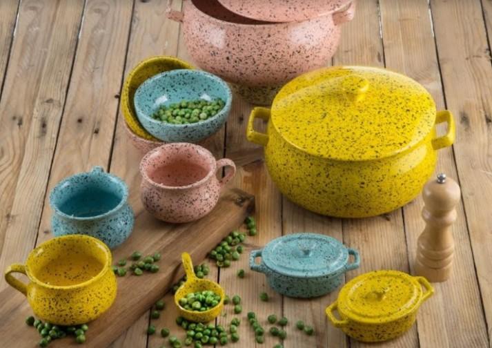מְ נֻ קֶ דֶ ת -סדרת כלי הגשה ובישול חדשה מבית נעמן בעיצוב חורפי