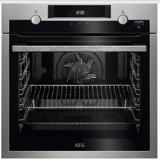 מיניליין משיקה טכנולוגיה חדשה המשלבת אדים SteamBake בסדרת תנורי בישול ואפייה של AEG