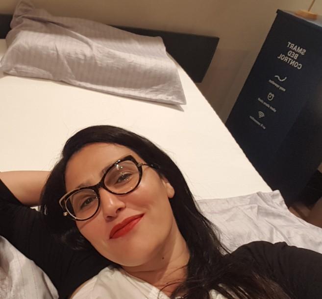 על מיטה של הולנדיה