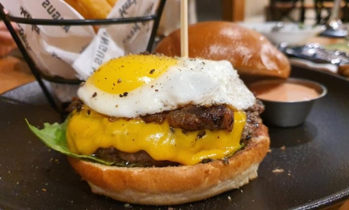 המבורגר שחיתות אנגוסרי בעין המפרץ
