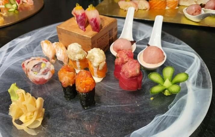 מבחר סוגי סושי יאקימונו רוטשילד תפריט טעימות