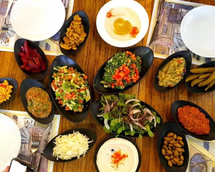 מסעדת נסרין מבחר סלטים