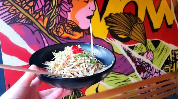 סלט ויאטנמי מסעדת פאו וואו pow wow