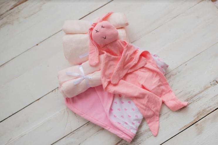 """מדריכת ההורים מעיין אטייה משיקה מותג פרטי של מוצרי טקסטיל מלטפים לתינוק """"מעיין בייביז"""
